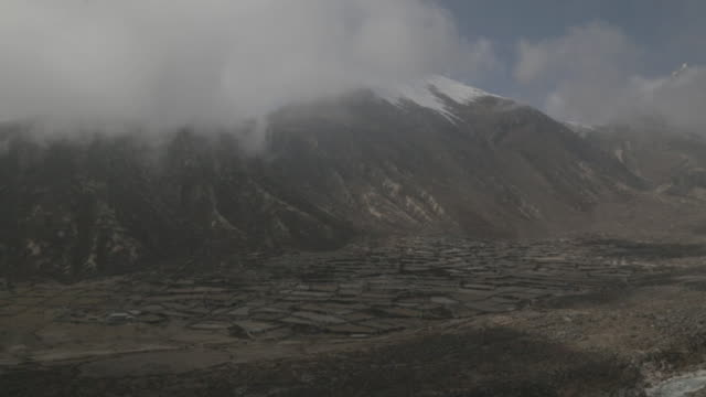 pan view of mountains and clouds - khumbu stock videos and b-roll footage