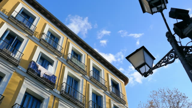 pan: yellow building of madrid spain - wolkenloser himmel stock-videos und b-roll-filmmaterial