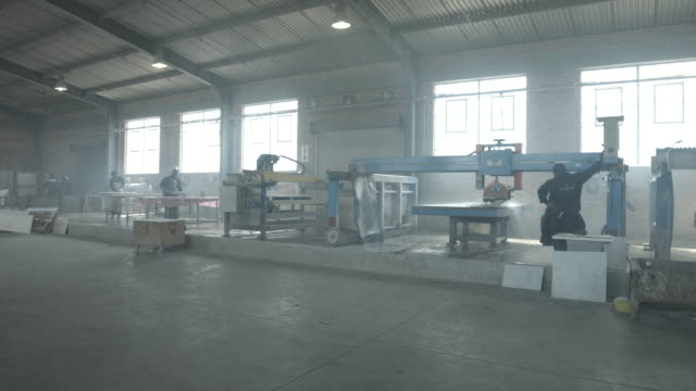 ws pan_co-workers on stone factory operating machines - 床点の映像素材/bロール