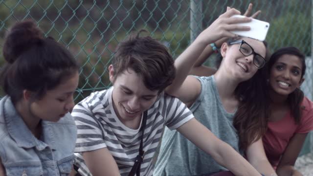 vídeos y material grabado en eventos de stock de ms pan_friends hanging out after school, using digital devices - university student