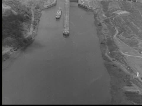 1950 b/w montage panama canal, panama, audio - panama canal stock videos & royalty-free footage