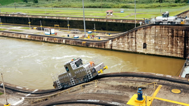 panama canal tug - panama canal stock videos & royalty-free footage