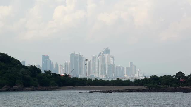 stockvideo's en b-roll-footage met panama city - panamakanaal