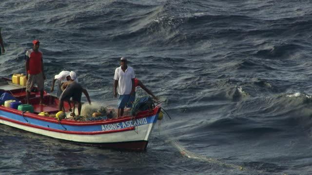 panama : fisherman next to panama city - strohhut stock-videos und b-roll-filmmaterial