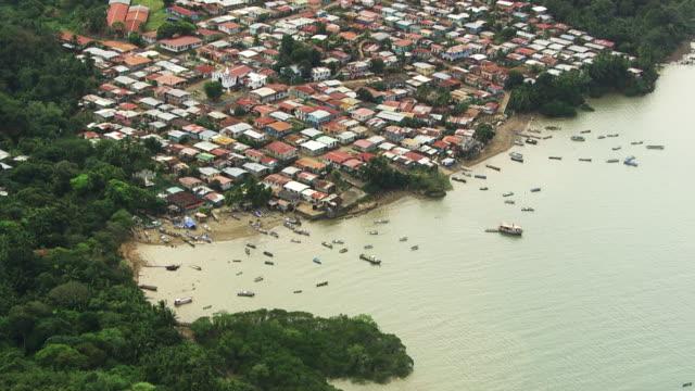panama : houses on an island in the las perlas archipelago - strohhut stock-videos und b-roll-filmmaterial