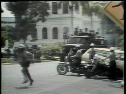 panamanian students protest the government decision allowing american troops to remain in the canal zone. - パナマ点の映像素材/bロール
