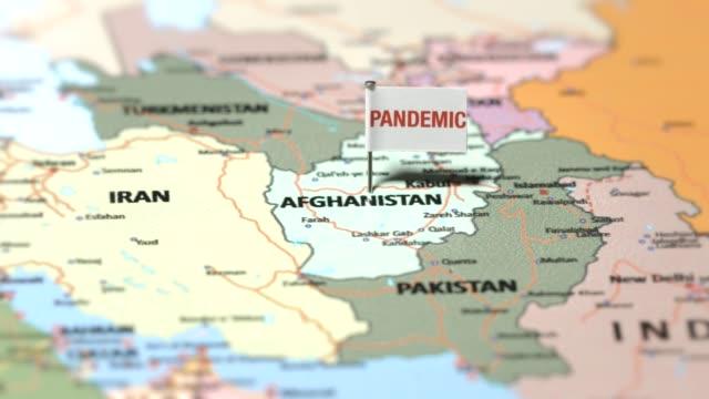 pandemieflagge auf afghanistan - afghanische flagge stock-videos und b-roll-filmmaterial