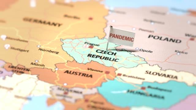 pandemieflagge auf tschechien - tschechische kultur stock-videos und b-roll-filmmaterial