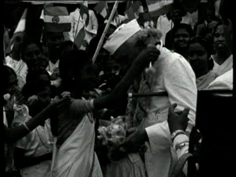 pandit jawaharlal nehru receives flowers and garlands from women supporters pondicherry jan 55 - composizione di fiori video stock e b–roll