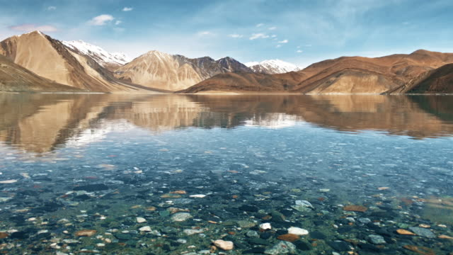 pangong tso lake with himalayan mountians background, leh ladakh jammu and kashmir india - large stock videos & royalty-free footage