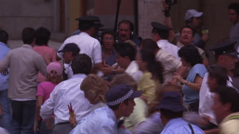 stockvideo's en b-roll-footage met a panicked crowd clogs the streets as police attempt to gain control. - chaos