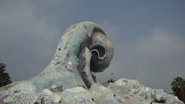 vidéos et rushes de pan-left of wave roundabout. - jiddah