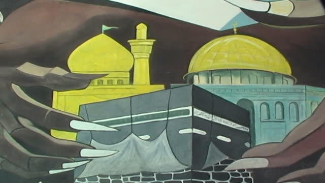 pan-left on street art in tehran depicting anti-american sentiment. the talons of an eagle menacingly hold the al aqsa mosque in jerusalem and the... - jerusalem stock videos & royalty-free footage