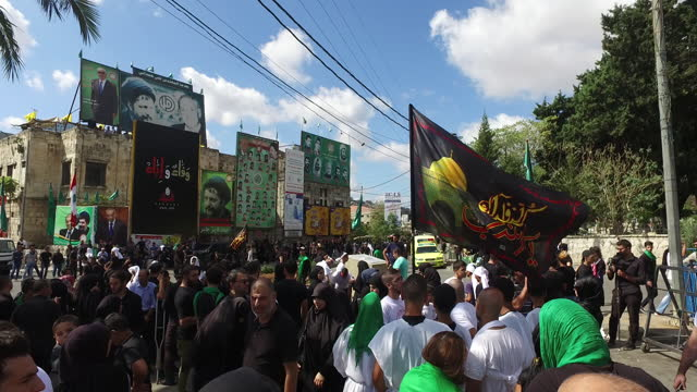 pan-left over people watching the procession of shia muslim devotees during the ashura commemorations, organised by hezbollah in nabatieh. ashura is... - ashura muharram stock videos & royalty-free footage
