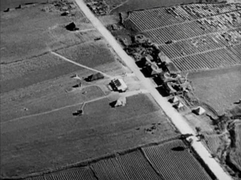 stockvideo's en b-roll-footage met panmunjom village which straddles border in demilitarized zone , site of armistice signing location. civil war, korean conflict , cold war, united... - benen gespreid