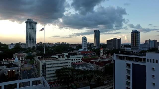 vídeos y material grabado en eventos de stock de a panned view of kuala lumpur city in malaysia - edificio del sultán abdul samad