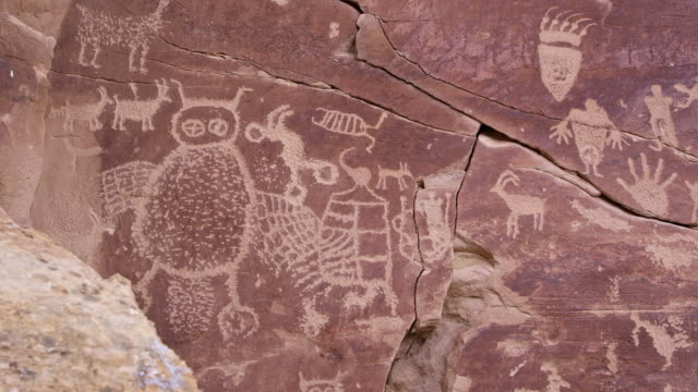 panning across big petroglyph panel with bear paw - anasazi stock videos & royalty-free footage