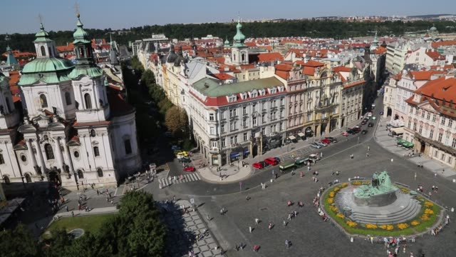 panning across old town square prague - prague town hall stock videos & royalty-free footage