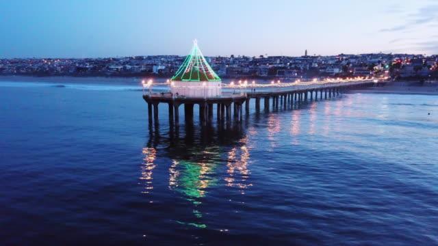 panning aerial of the pier of manhattan beach - gazebo stock videos & royalty-free footage