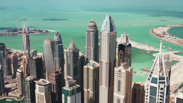 vidéos et rushes de panning aerial view of skyscrapers in dubai marina district, united arab emirates - destination de voyage