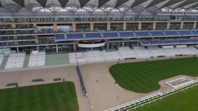 panning aerial view of the new grandstand and royal box at ascot racecourse - captured by a licensed uav operator with pfaw - イギリス アスコット競馬場点の映像素材/bロール