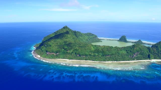 vidéos et rushes de panning aerial view of tikopia, solomon islands - partie d'une série