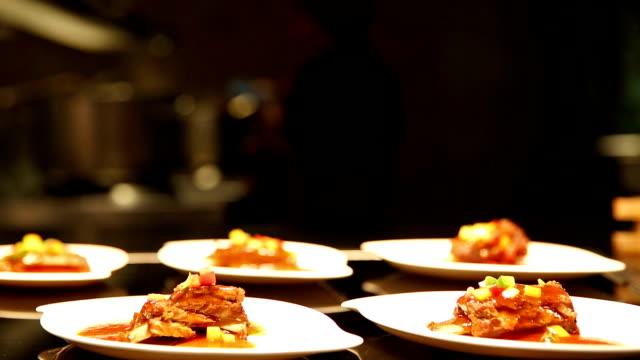 HD パンニング: シェフの料理の背景