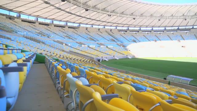 panning down empty maracana stadium seats - querschnitt stock-videos und b-roll-filmmaterial