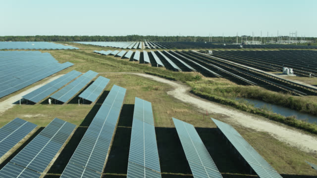 panning drone shot of solar farm - 30 seconds or greater stock videos & royalty-free footage