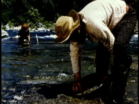 1848 REENACTMENT MONTAGE Panning for gold, USA, AUDIO