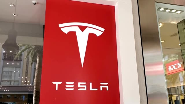 panning from logo to facade of tesla motors store on santana row in the silicon valley, san jose, california, january 3, 2020. - logo stock videos & royalty-free footage