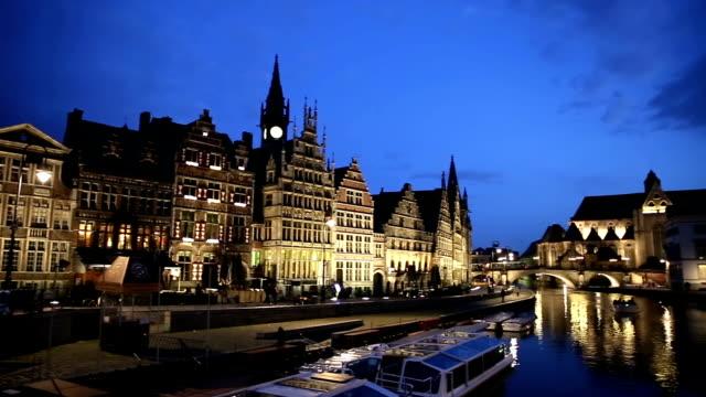 stockvideo's en b-roll-footage met hd panning: ghent ancient town belgium at dusk - belgië