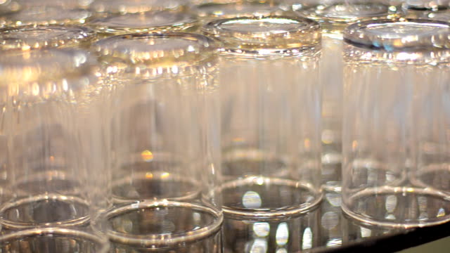 panning : glasses for meeting group