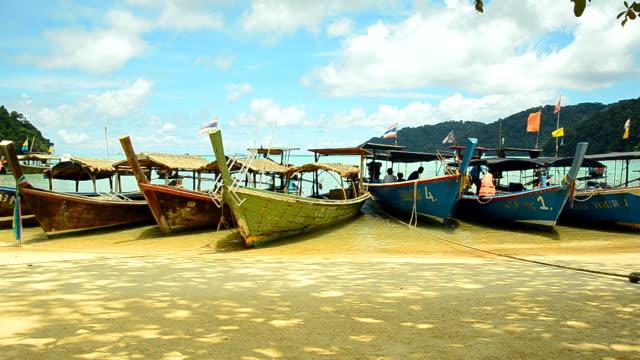 Schwenken: Gruppe von hölzernen traditionelles Boot auf Surin Islands