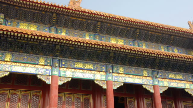 panning:  imperial roof decoration at forbidden city - forbidden city stock videos & royalty-free footage