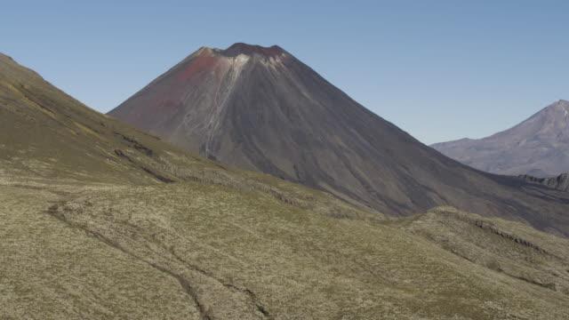 panning left shot of mount ngauruhoe - ngauruhoe stock videos & royalty-free footage