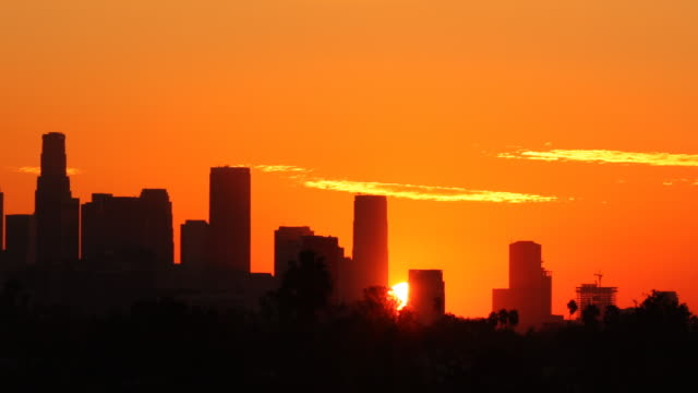 stockvideo's en b-roll-footage met panning los angeles sunrise time lapse - city of los angeles