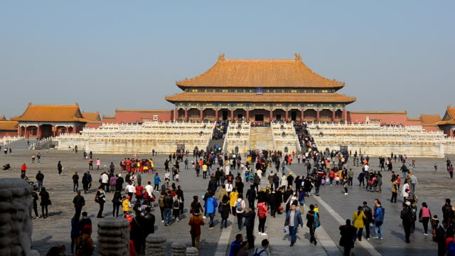 panning: many people is infront of the hall of supreme harmony - forbidden city stock videos & royalty-free footage