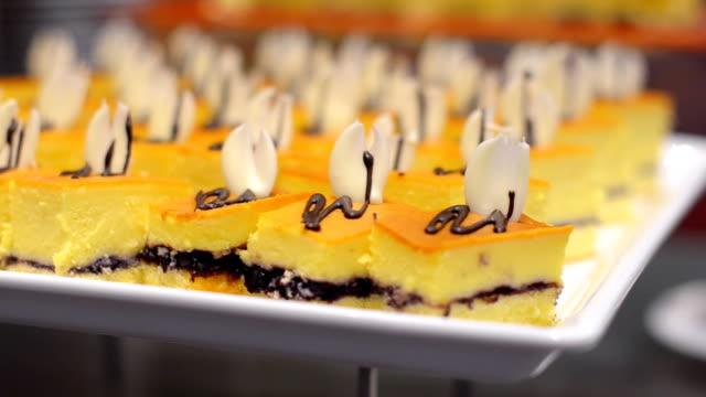 panning : meeting cake