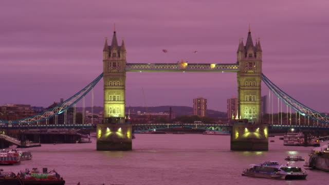panning of tower bridge at dusk - purple stock videos & royalty-free footage