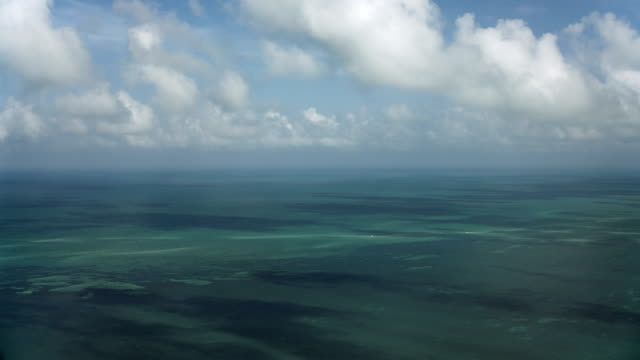 stockvideo's en b-roll-footage met panning over gulf of mexico seascape - golf van mexico