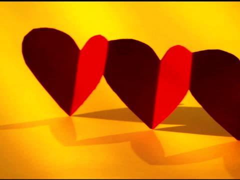 panning over hearts - 少数の物点の映像素材/bロール
