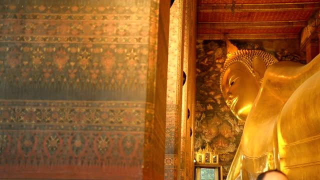 panorering: liggande buddha - luta sig tillbaka bildbanksvideor och videomaterial från bakom kulisserna