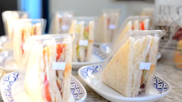 パン:サンドイッチを販売 - ビニール袋点の映像素材/bロール