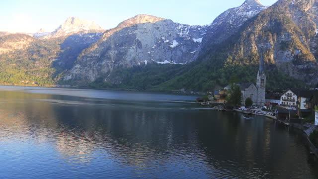 Schwenken schießen: Hallstätter See siehe Hallstatt, Österreich