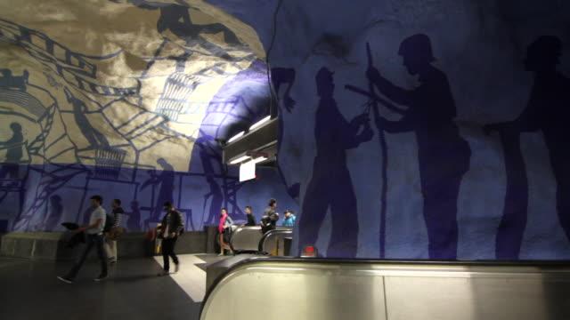 panning shot across a corridor in one of stockholm's metro stations. - stockholm bildbanksvideor och videomaterial från bakom kulisserna