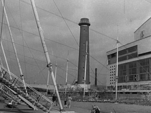 panning shot across the main site of the festival of britain moving past the shot tower and the royal festival hall 1951 - main tower stock-videos und b-roll-filmmaterial