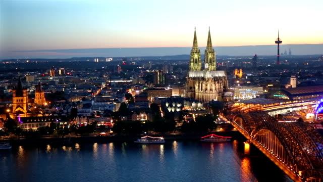 夕暮れ時ドイツ パン ショット: 空中ケルン大聖堂ホーエンツォレルン橋