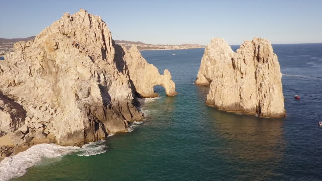 vidéos et rushes de panning shot aerial, rock formations off coast of baja - péninsule de basse californie