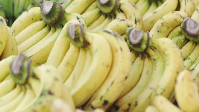 panning shot, banana in market. - ripe stock videos & royalty-free footage